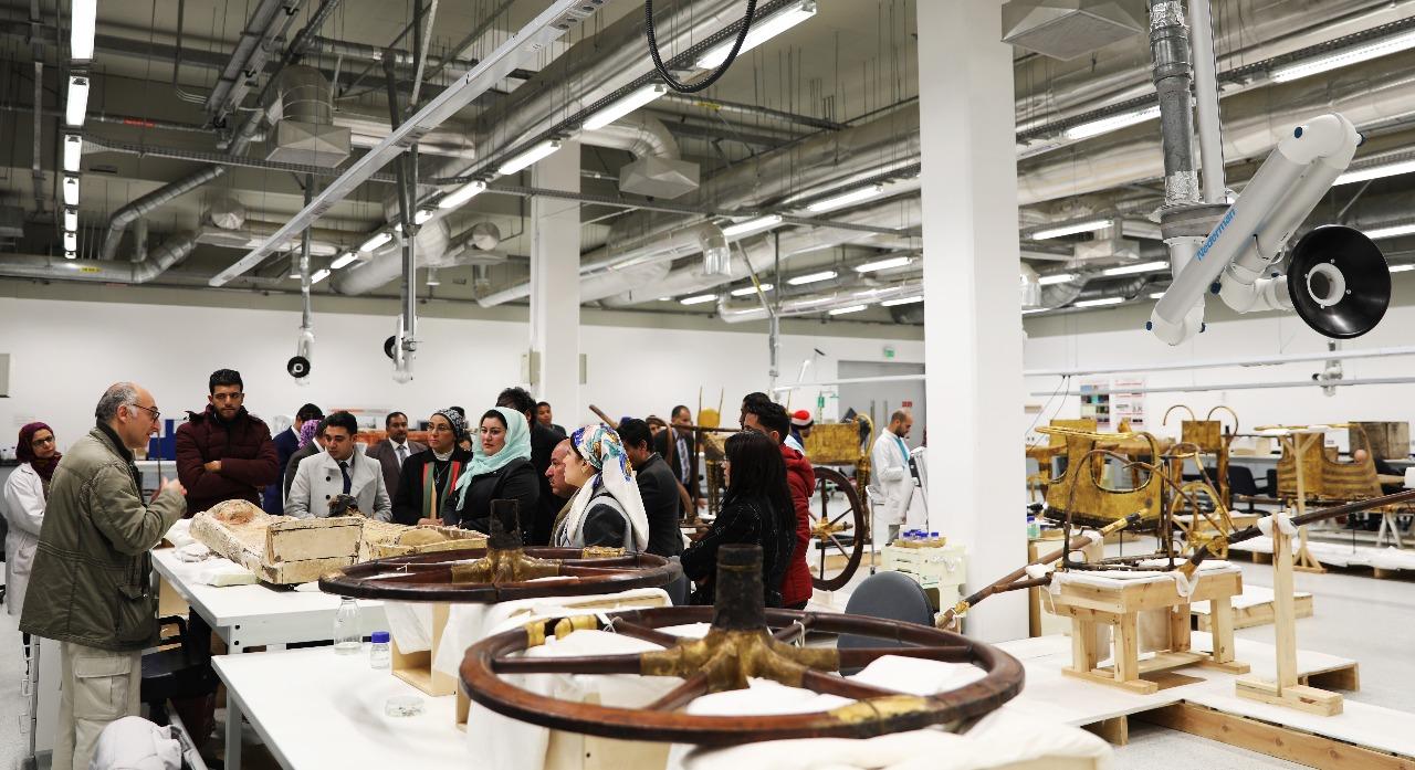 وزير الآثار يصطحب أعضاء لجنة الثقافة والإعلام والآثار بمجلس النواب فى المتحف الكبير (4)