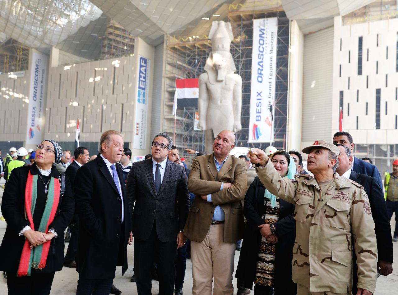 وزير الآثار يصطحب أعضاء لجنة الثقافة والإعلام والآثار بمجلس النواب فى المتحف الكبير (6)