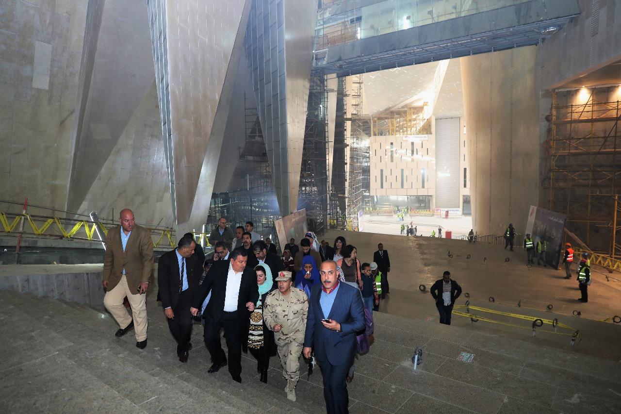 وزير الآثار يصطحب أعضاء لجنة الثقافة والإعلام والآثار بمجلس النواب فى المتحف الكبير (5)