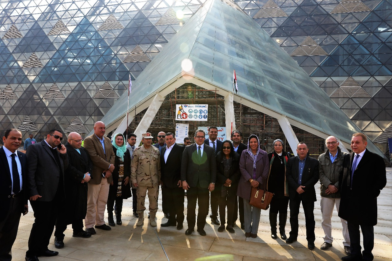 وزير الآثار يصطحب أعضاء لجنة الثقافة والإعلام والآثار بمجلس النواب فى المتحف الكبير (7)