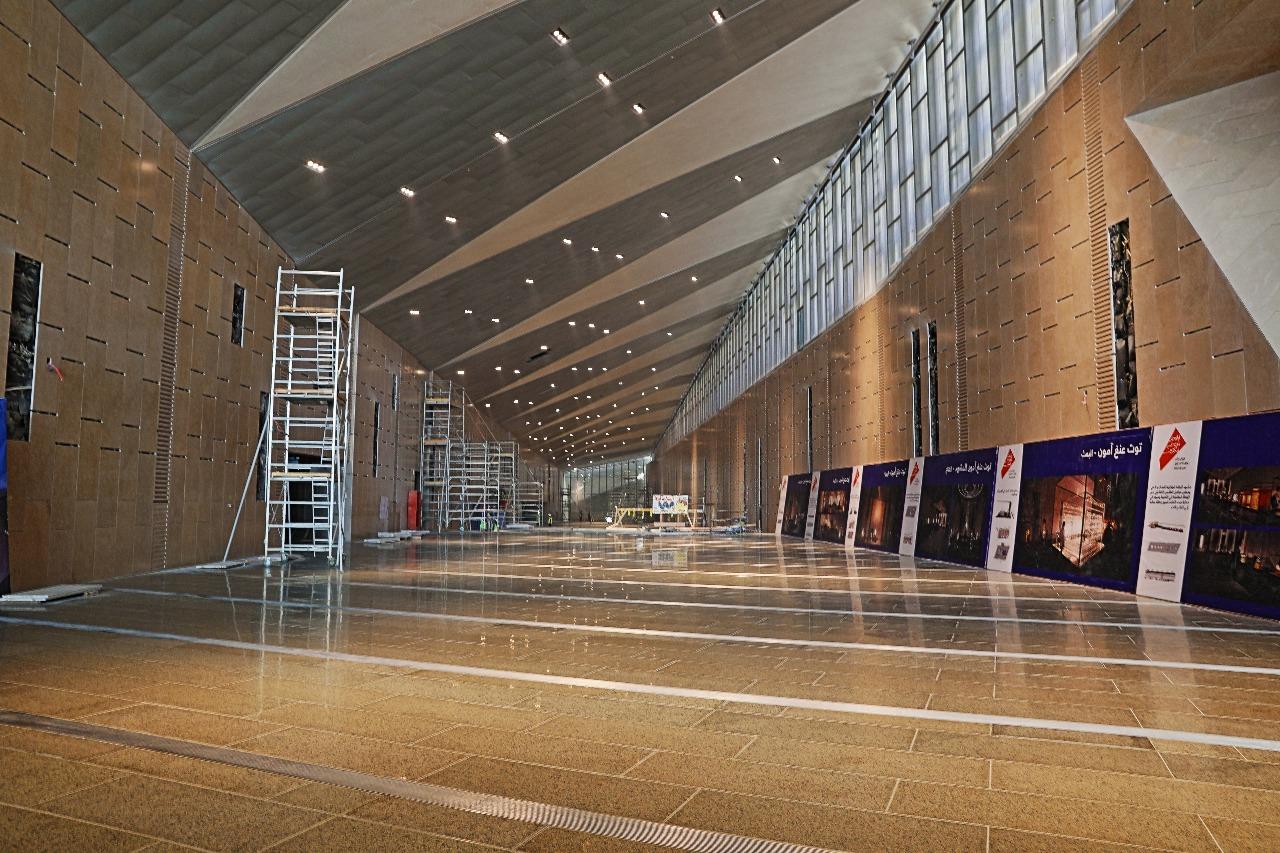 وزير الآثار يصطحب أعضاء لجنة الثقافة والإعلام والآثار بمجلس النواب فى المتحف الكبير (9)