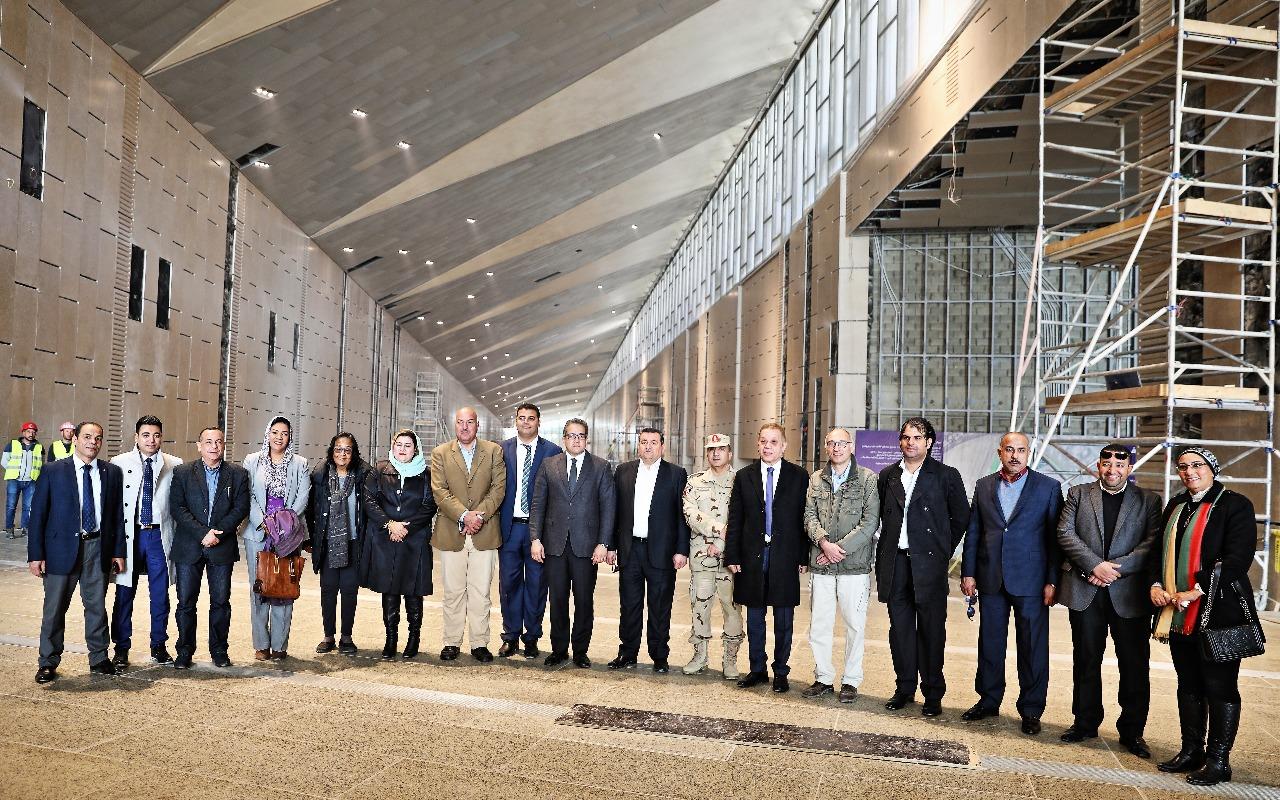 وزير الآثار يصطحب أعضاء لجنة الثقافة والإعلام والآثار بمجلس النواب فى المتحف الكبير (1)