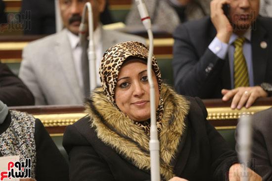 برلمانيون يواجهون الطقس السيئ بالجلسة العامة (2)