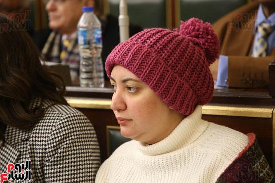 برلمانيون يواجهون الطقس السيئ بالجلسة العامة (4)