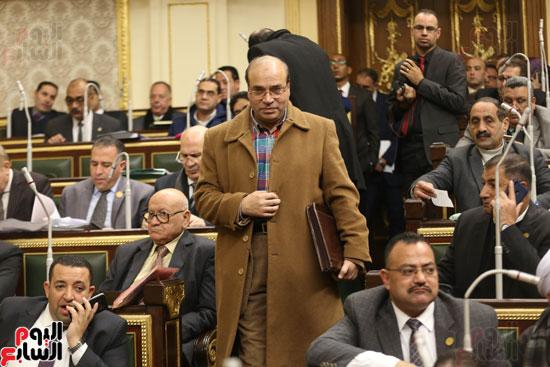 برلمانيون يواجهون الطقس السيئ بالجلسة العامة (3)