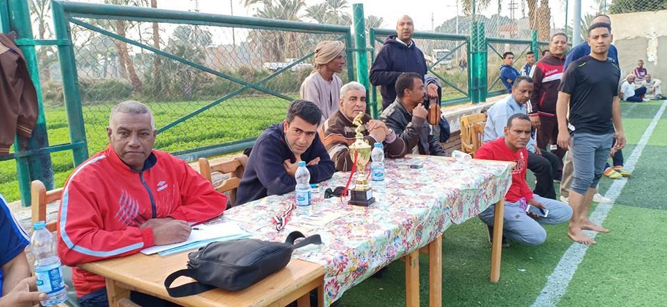 دورة رياضية للشباب والكبار بإدارات مدينة البياضية والتربية والتعليم تحصد كأس البطولة (1)