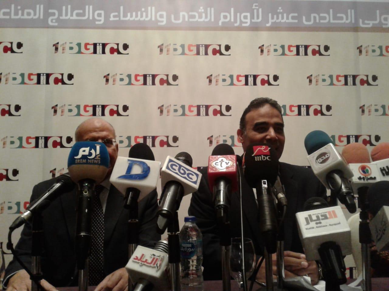 الدكتور هشام الغزالى والدكتور ماجد ابو سعدة خلال المؤتمر الصحفى