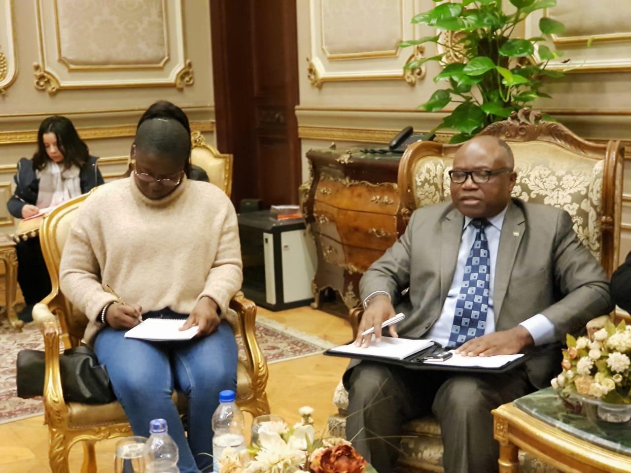 سفير الجابون خلال اجتماعه مع نواب البرلمان