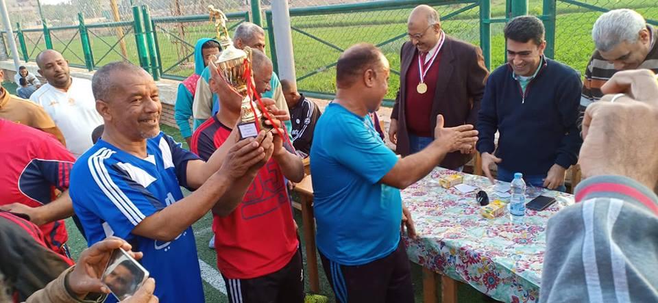 دورة رياضية للشباب والكبار بإدارات مدينة البياضية والتربية والتعليم تحصد كأس البطولة (3)