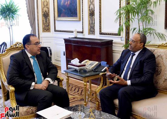 صمطفى مدبولى وسفير الامارات (2)