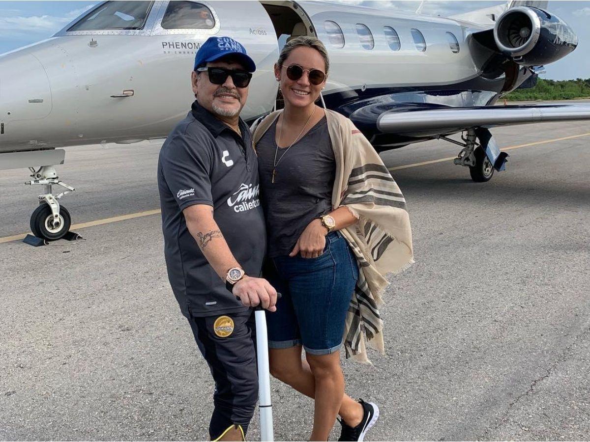 مارادونا وصديقته