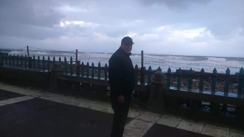 ارتفاع امواج البحر المتوسط فى الاسكندرية من 3-4 أمتار (1)