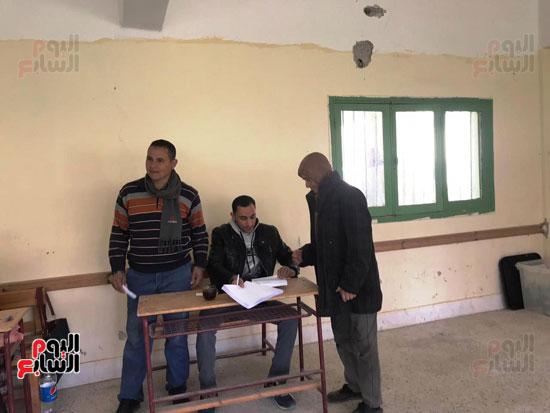 إقبال أهالى العريش على المشاركة فى انتخابات (2)