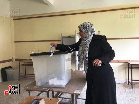 إقبال أهالى العريش على المشاركة فى انتخابات (1)