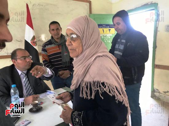 إقبال أهالى العريش على المشاركة فى انتخابات (3)