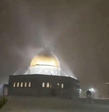 تساقط الثلوج فوق مسجد قبة الصخرة