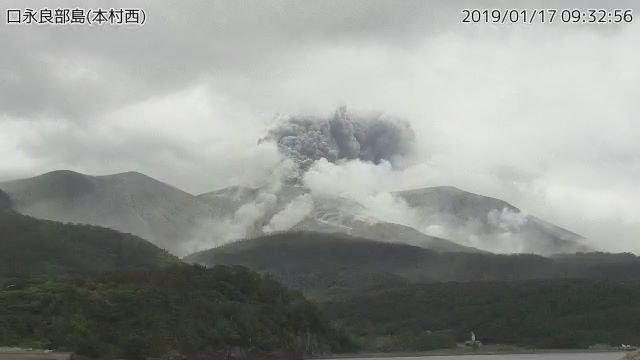 ثوران بركان فى جنوب اليابان (3)