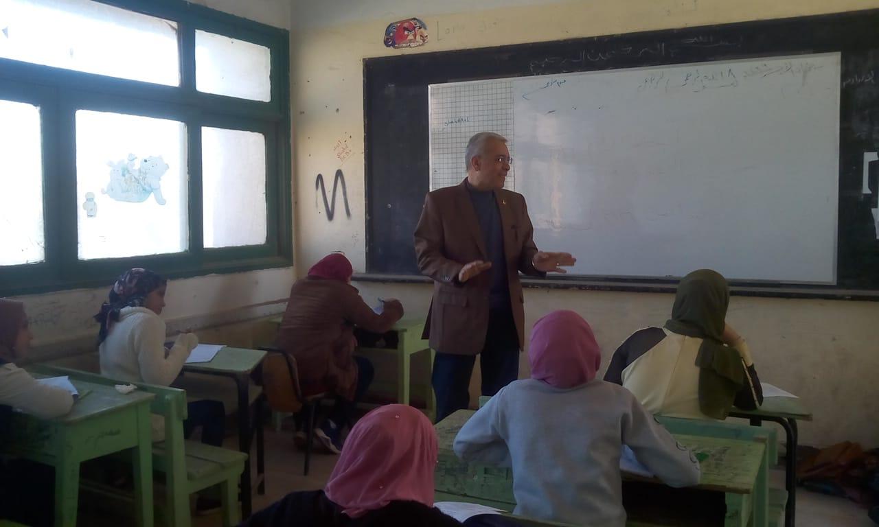 مدير تعليم القليوبية يتفقد سير امتحانات الشهادة الإعدادية (3)