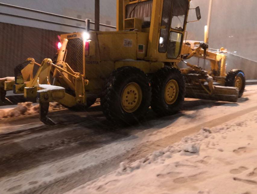 جانب آخر من عمليات إزالة الثلوج
