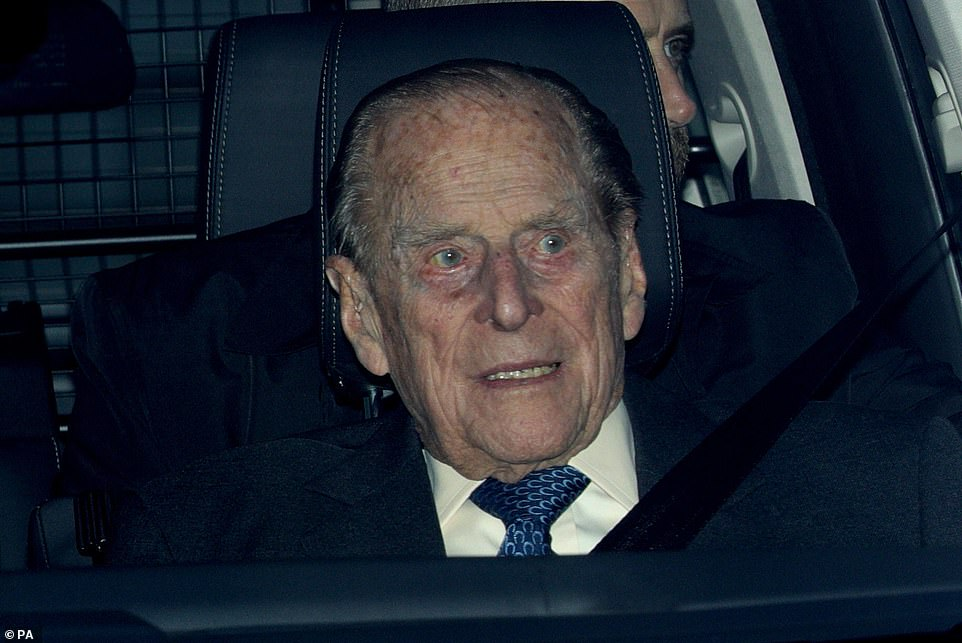 8660988-6604071-Prince_Philip_has_been_involved_in_a_car_crash_close_to_the_Sand-a-30_1547752471570