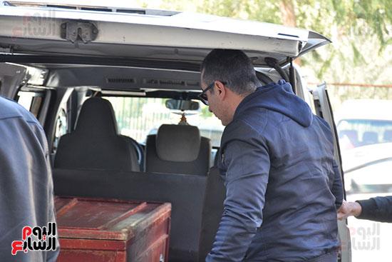 وصول جثمان الفنان الراحل سعيد عبد الغنى (2)