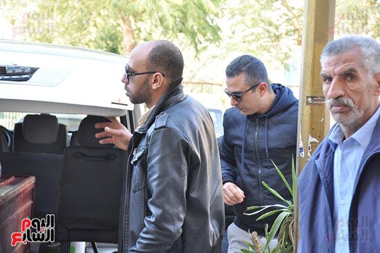 وصول جثمان الفنان الراحل سعيد عبد الغنى (1)