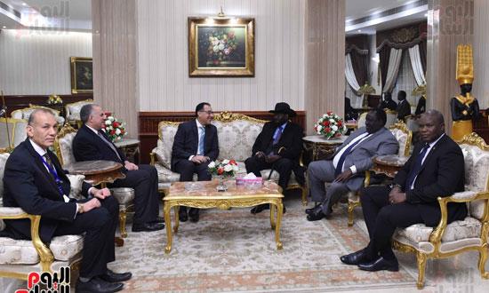 رئيس الوزراء يودّع سلفاكير بالمطار بعد انتهاء زيارته للقاهرة (4)