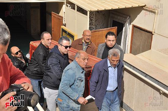 وصول جثمان الفنان الراحل سعيد عبد الغنى (7)