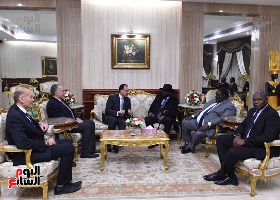 رئيس الوزراء يودّع سلفاكير بالمطار بعد انتهاء زيارته للقاهرة (2)
