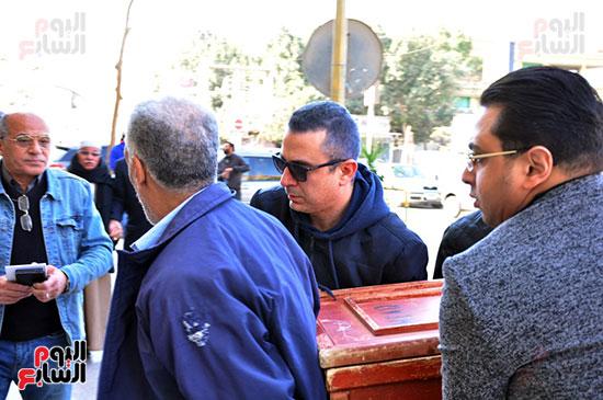 وصول جثمان الفنان الراحل سعيد عبد الغنى (6)
