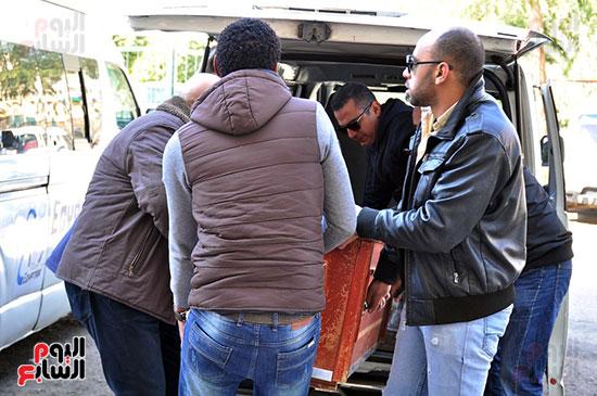 وصول جثمان الفنان الراحل سعيد عبد الغنى (4)