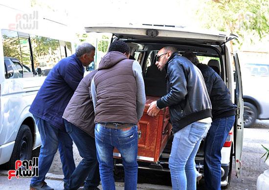 وصول جثمان الفنان الراحل سعيد عبد الغنى (3)