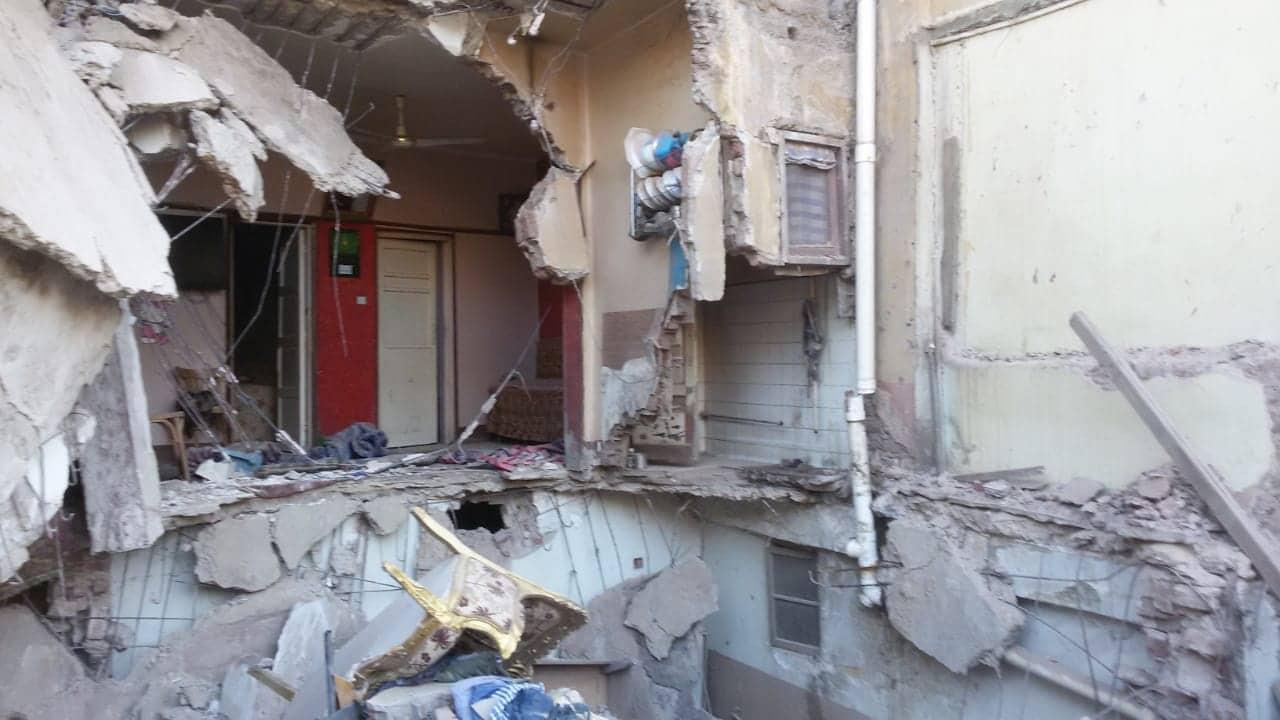 انقاذ سيدة وابنتها فى انهيار جزئى بمنزل باسيوط (1)