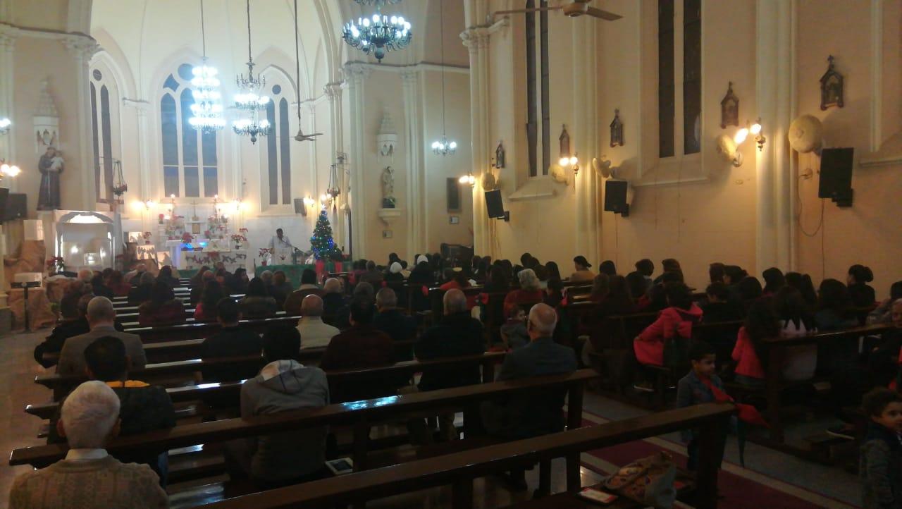 الأقباط يؤدون قداس عيد الغطاس بكنائس أسيوط (5)