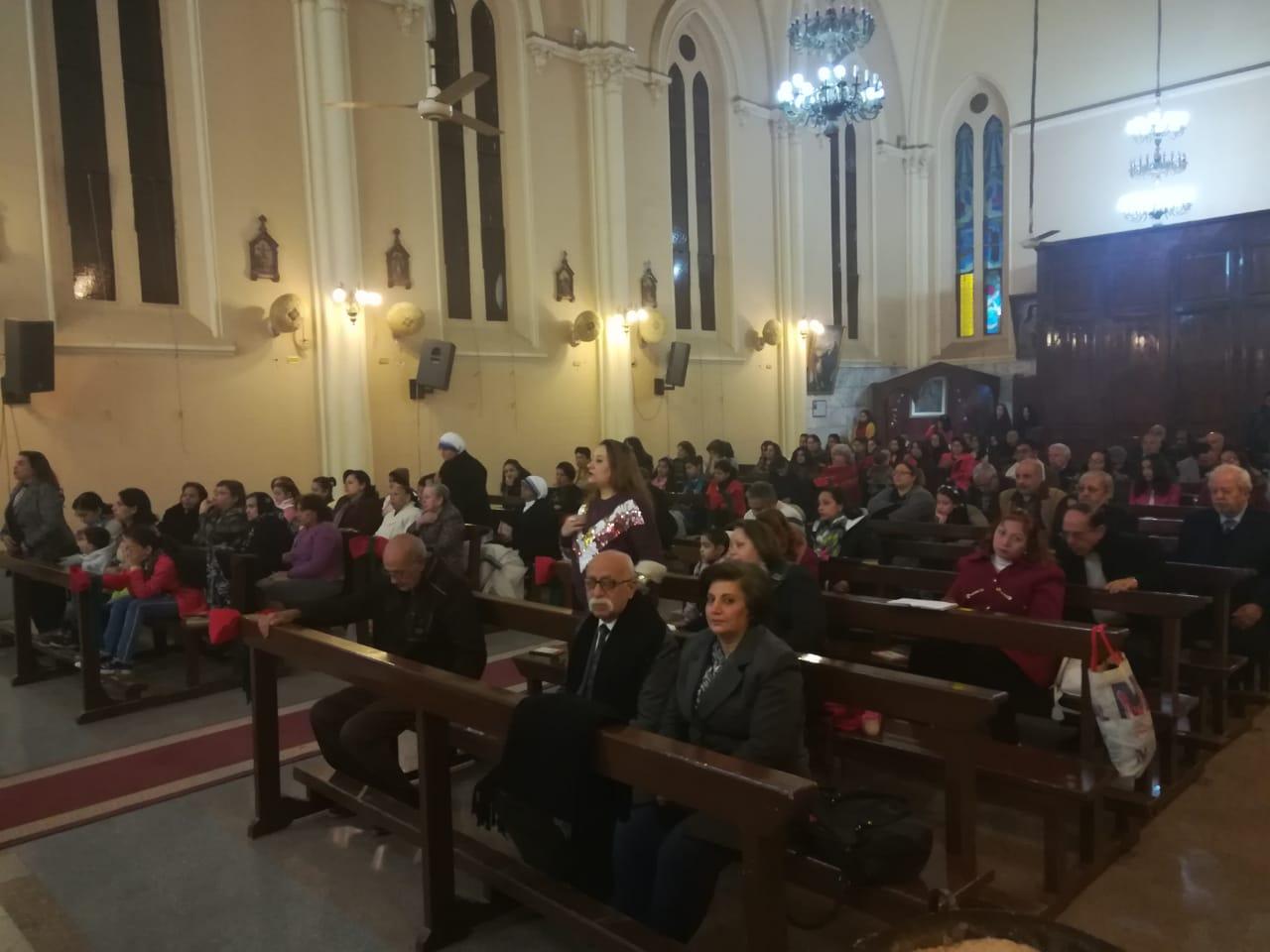 الأقباط يؤدون قداس عيد الغطاس بكنائس أسيوط (2)