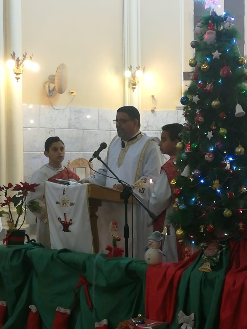 الأقباط يؤدون قداس عيد الغطاس بكنائس أسيوط (6)