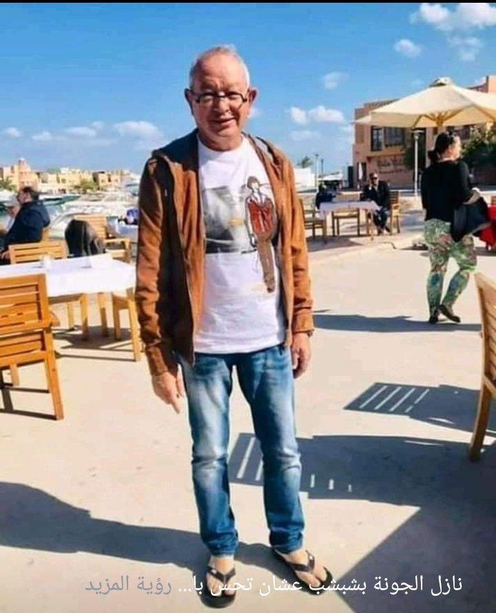 نجيب ساويرس يرتدى شبشب فى الشارع
