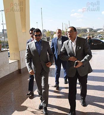 رئيس الوزراء يتفقد المنشآت الرياضية باستاد القاهرة (1)