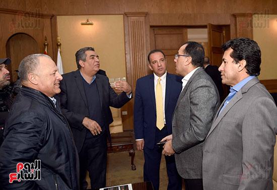 رئيس الوزراء يتفقد المنشآت الرياضية باستاد القاهرة (2)