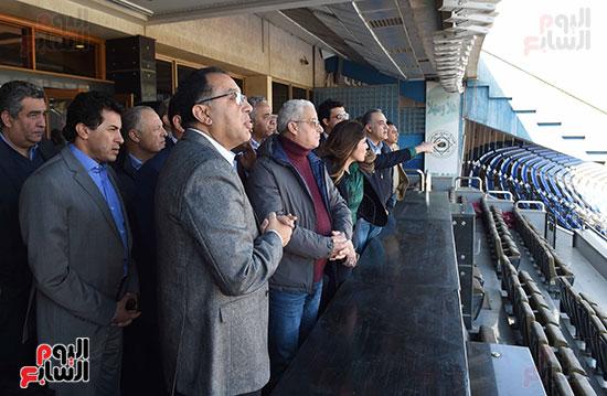 رئيس الوزراء يتفقد المنشآت الرياضية باستاد القاهرة (11)