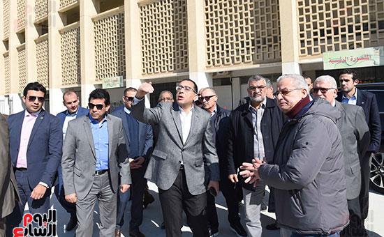رئيس الوزراء يتفقد المنشآت الرياضية باستاد القاهرة (7)