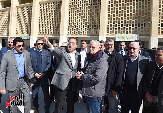 رئيس الوزراء يتفقد المنشآت الرياضية باستاد القاهرة (8)