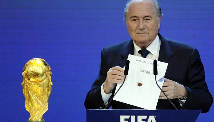 بلاتر يعلن اختيار قطر لتنظيم مونديال 2022