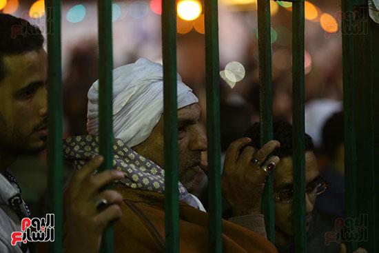 الآلاف يحيون ذكرى استقرار رأس الحسين (11)