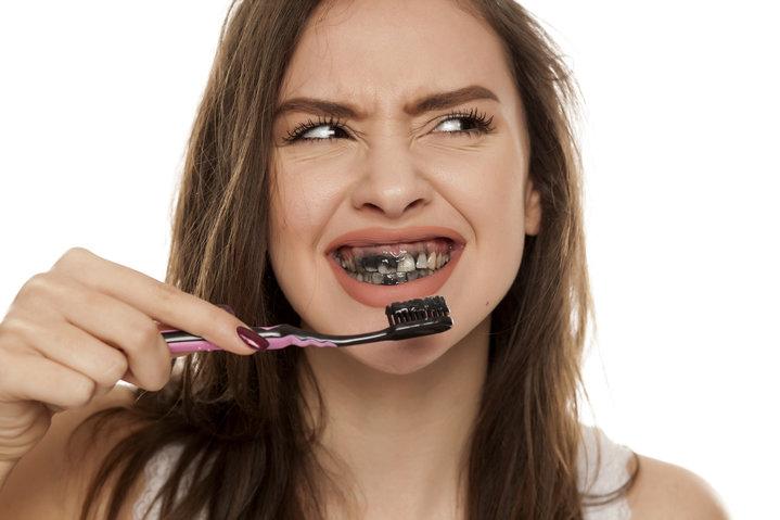 معجون اسنان الفحم