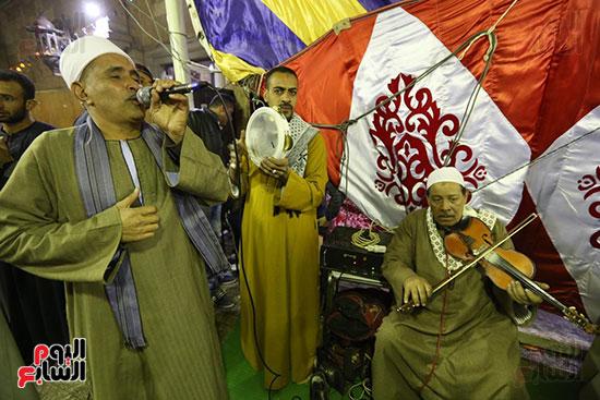 الآلاف يحيون ذكرى استقرار رأس الحسين (2)