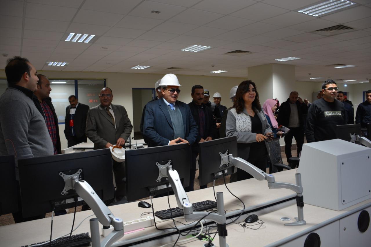 محافظ دمياط تفتتح المبنى الإدارى بمحطة توليد كهرباء غرب دمياط وتتفقد مكونات المشروع (2)
