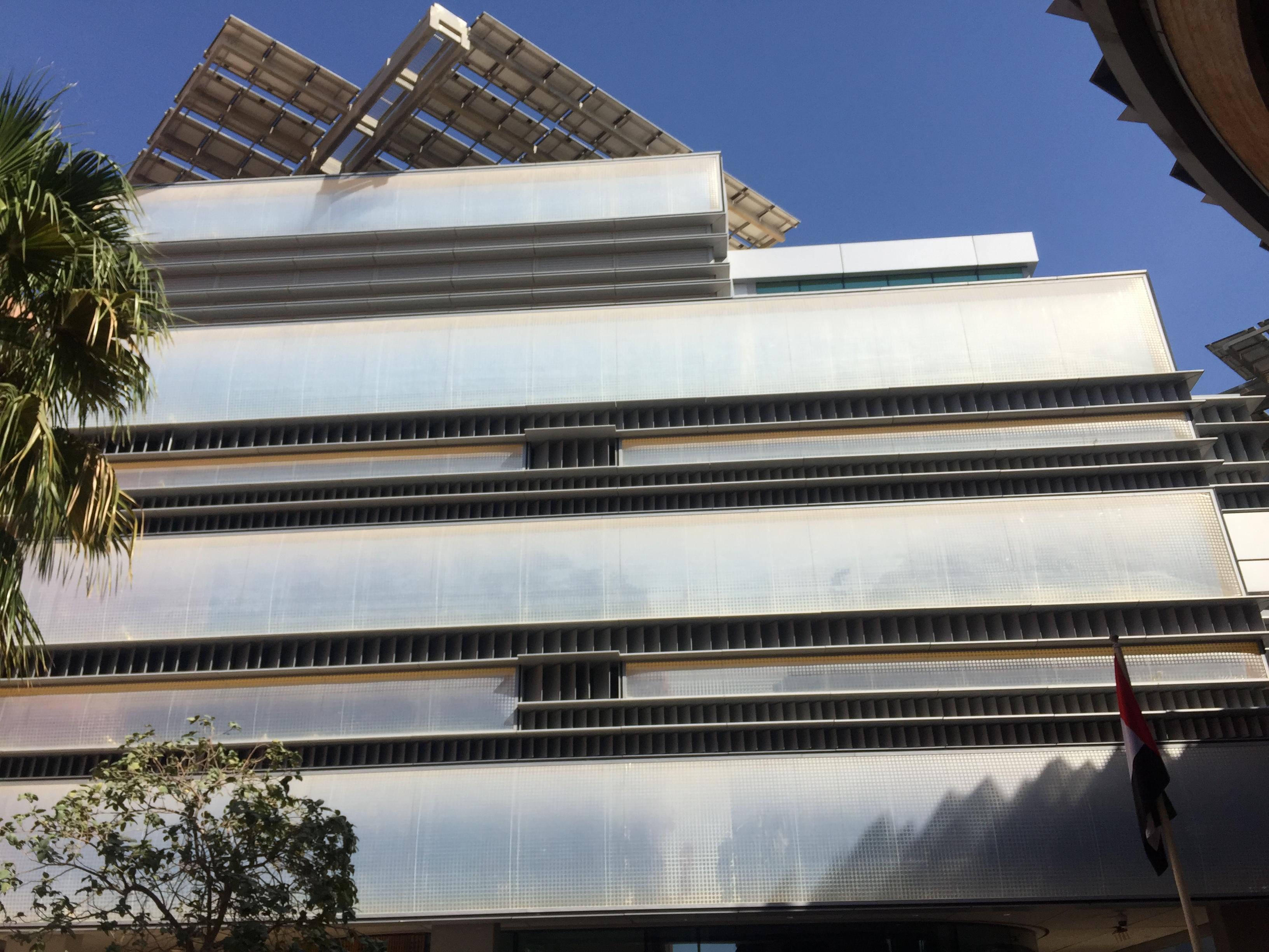 استخدامات الطاقة النظيفة في البناء والتصميم للمباني (1)