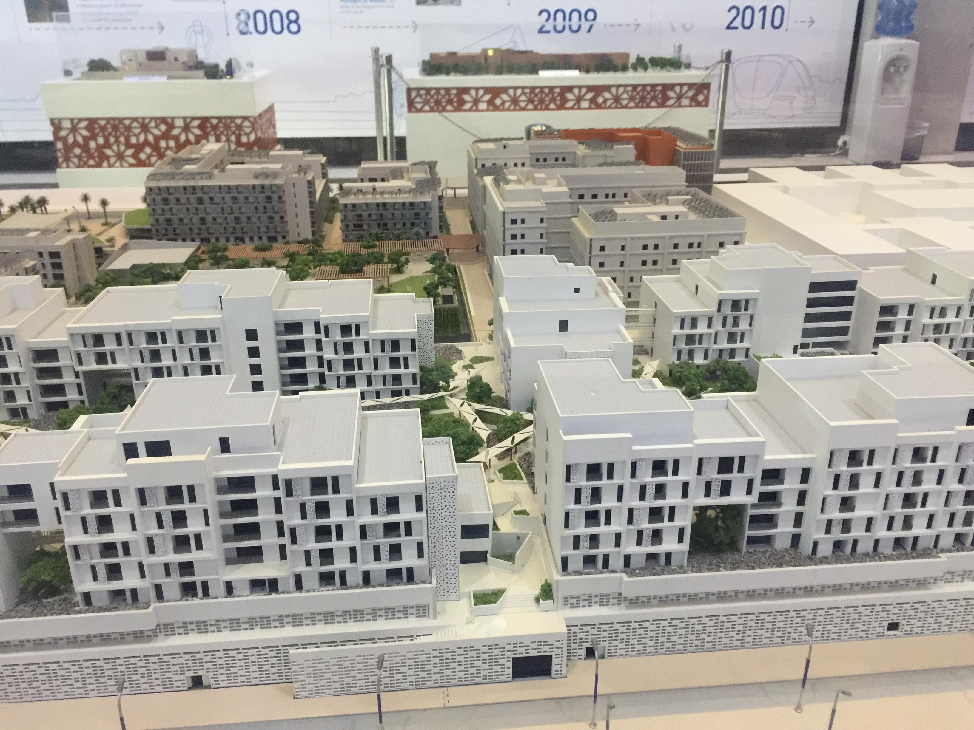 ماكيت لمباني يتم إنشائها حاليا ذاتية الطاقة  (1)