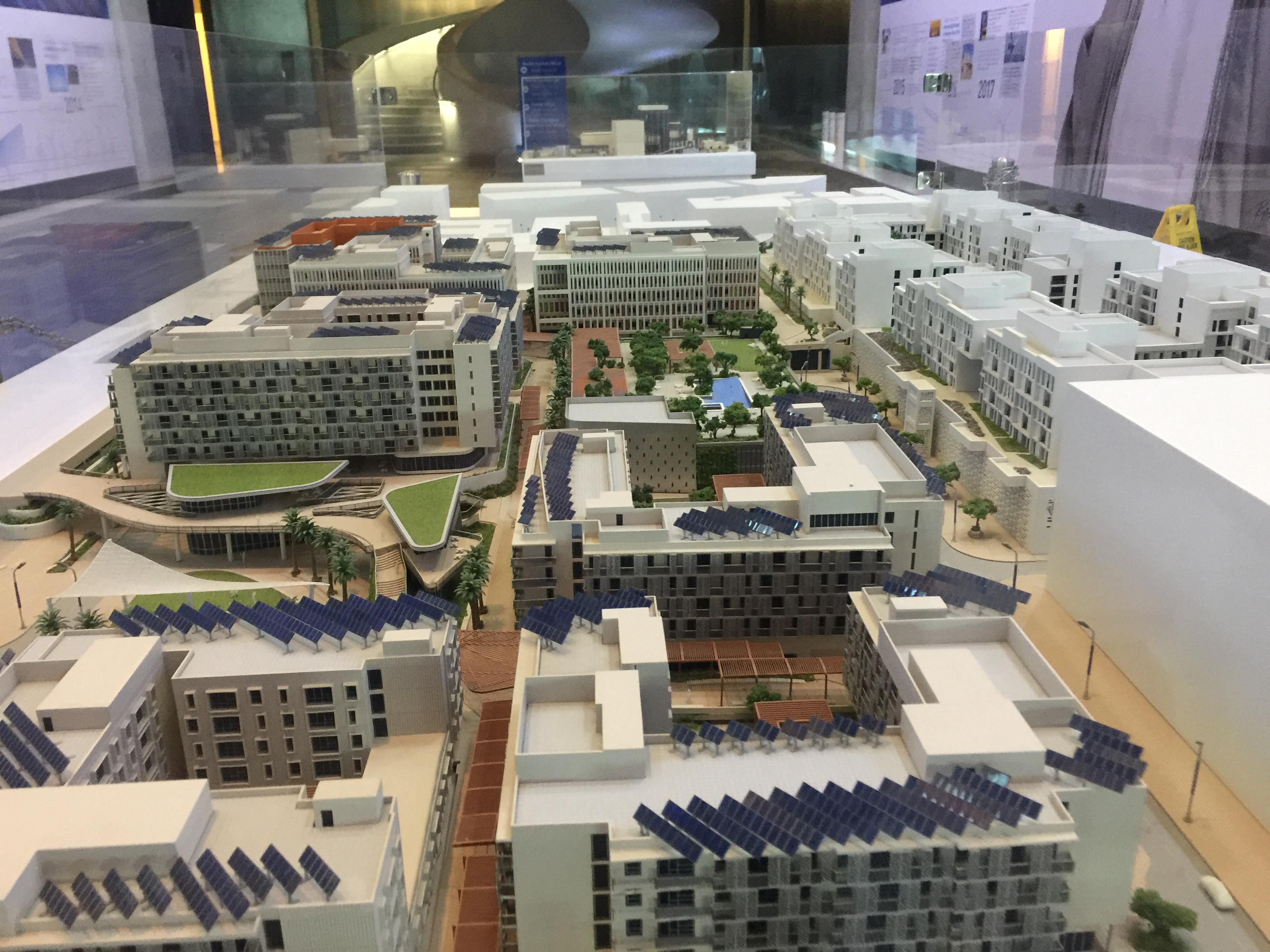ماكيت لمباني يتم إنشائها حاليا ذاتية الطاقة  (4)